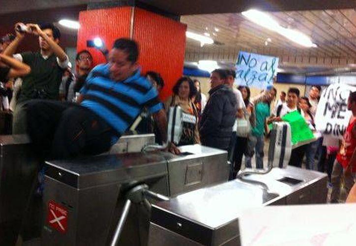 Tras el aumento en el precio de la tarifa del Metro, se permitirán las protestas salvo en caso de hechos violentos o destrucción de objetos. (Milenio)