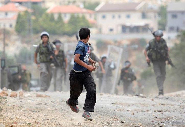 Unos 7 mil niños palestinos de entre 9 y 17 años, han sido arrestados, interrogados y detenidos. (Archivo/AP)