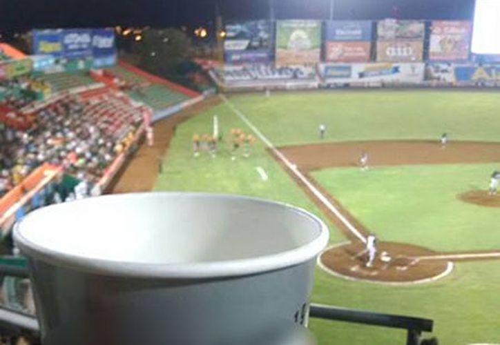 Minutos antes de la medianoche la venta de cerveza será suspendida en el estadio. (Facebook)