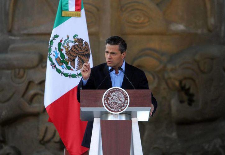 El presidente Enrique Peña describió los cinco objetivos de la Estrategia Digital Nacional, entre ellos la transformación gubernamental y la economía digital. (Notimex)