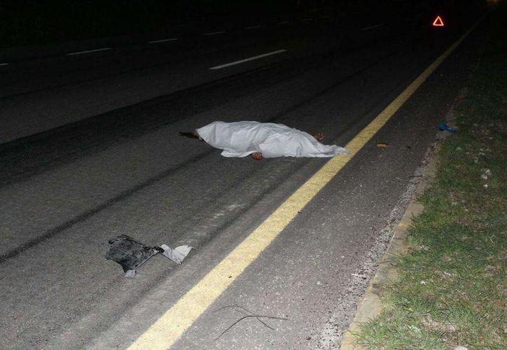 Los paramédicos encontraron el cuerpo de un hombre de aproximadamente 30 años. (Redacción/SIPSE)