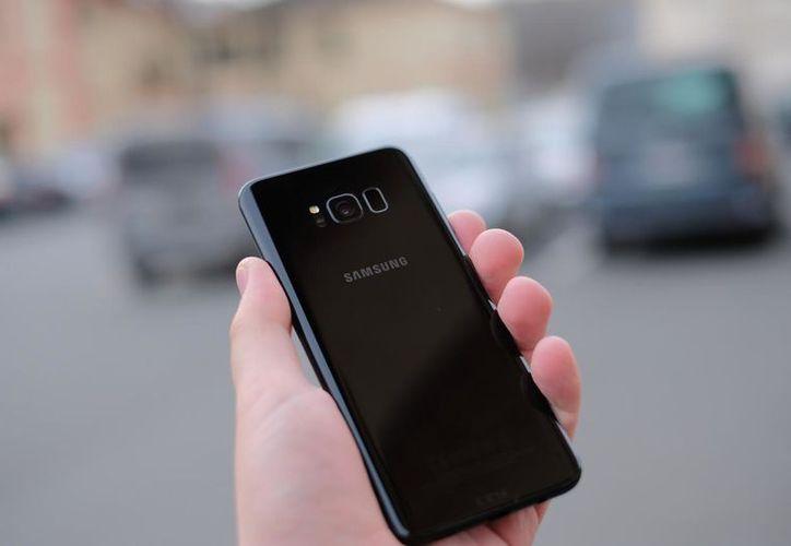 Las cámaras y micrófonos de los smartphones, son las principales vías de ataque y espionaje de ciberdelincuentes. (Internet)