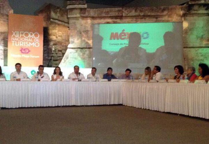 Los panelistas abordaron temas cruciales para detonar el turismo en el Mundo Maya. (Milenio Novedades)