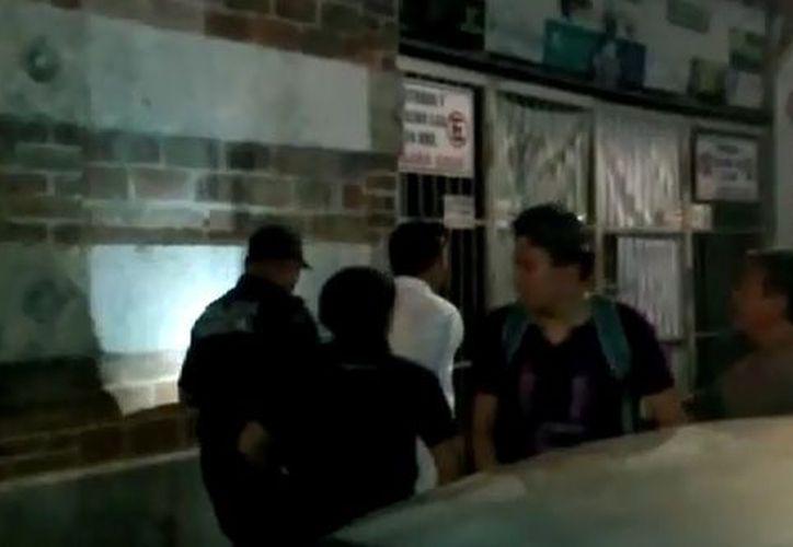 Un hombre que la arrebató a una mujer un celular fue detenido por la Policía Municipal, en el Centro de Mérida. (Jesús González/SIPSE)