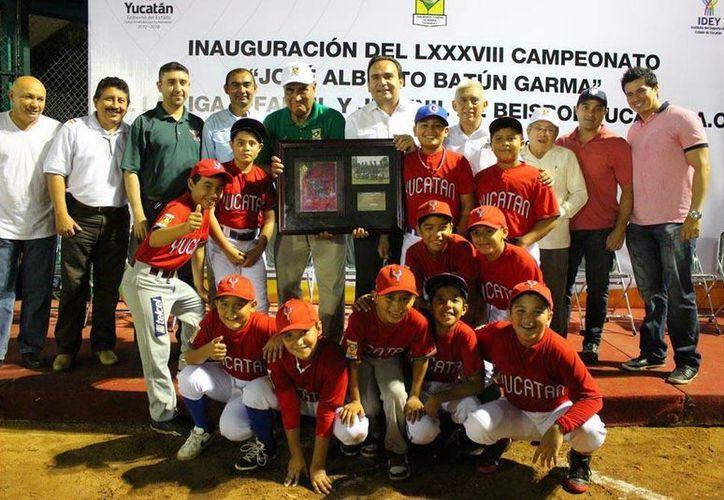 La Selección Yucatán durante la inauguración de la nueva temporada de la Liga Yucatán de beisbol. (Milenio Novedades)