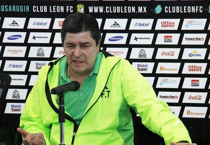 La directiva de León trabaja a marchas forzadas para anunciar al reemplazo del técnico Luis Fernando Tena. (univision.com)