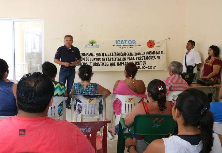 Participan alrededor de 70 prestadores de servicios turísticos de la isla. (Gloria Poot/SIPSE)