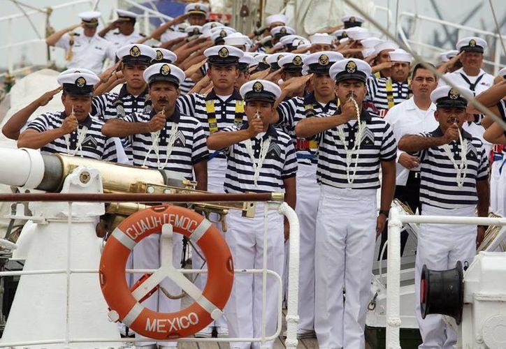 """El """"Cuauhtémoc""""  soltó amarras en el puerto de Veracruz iniciando una travesía de siete meses. (presidencia.gob.mx)"""