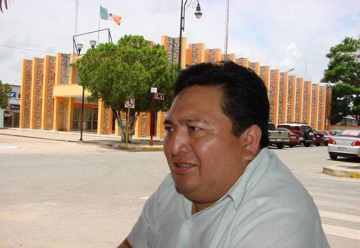 """""""La acción de encuestar a la ciudadanía debió ser emprendida por la autoridad"""" aseguró Pedro Pablo Poot Ek. (Manuel Salazar/SIPSE)"""
