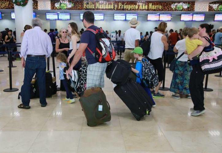 La joven fue detenida en el Aeropuerto Internacional de Cancún. (Redacción/SIPSE)