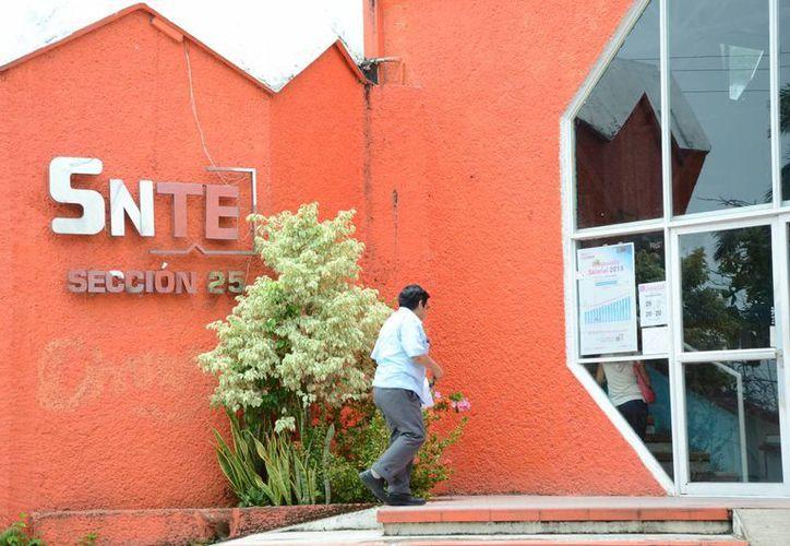 Seis mil maestros afiliados SNTE esperan que la Secretaría de Educación y Cultura aclare qué pasó con el SAR. (Redacción/SIPSE)