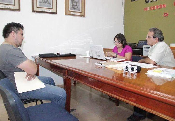 El jurídico del Ayuntamiento, Arjady Ramayo Aranda, confirmó que algunos ex funcionarios están acudiendo a comparecer. (Cortesía/SIPSE)