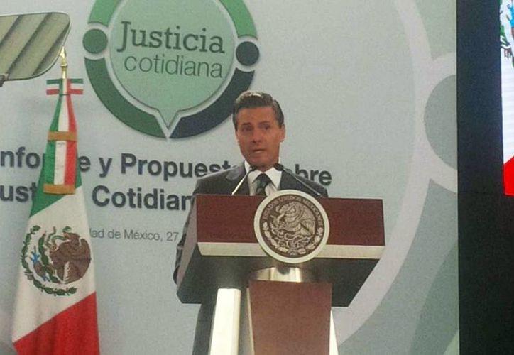 Imagen del presidente Enrique Peña Nieto durante el foro de Justicia Cotidiana en donde le presentaron 20 propuestas de posibles soluciones para los problemas de los ciudadanos.(@MaElenaMorera)