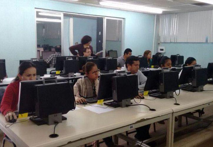 El domingo 17 de diciembre, de 246 programados, se presentaron 243, siendo éstos los últimos en presentar la evaluación. (Joel Zamora/SIPSE)