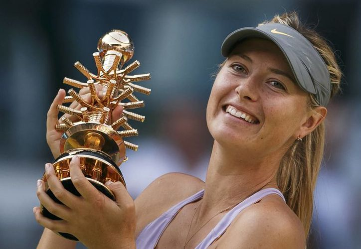 Sharapova derrotó a la serbia Jelena Jankovic en un brillante juego en el Open de Madrid. (AP)