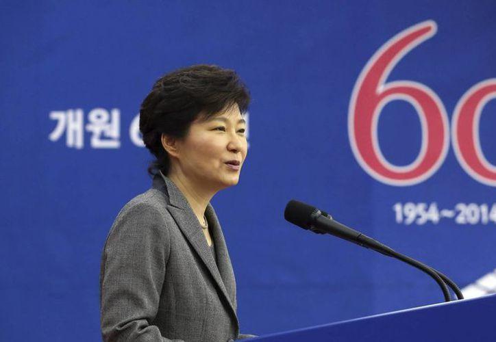 La presidenta Park Geun-hye también tiene planes de disolver la guardia costera a causa de su ineficiencia en la etapa inicial del rescate. (Archivo/EFE)