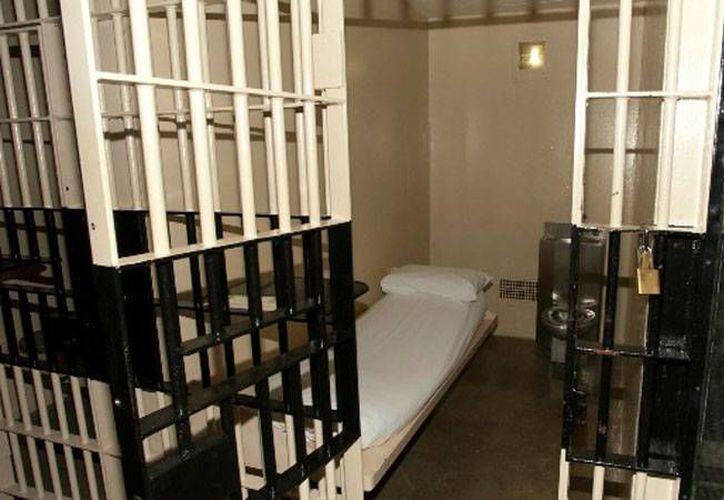 En las cárceles de EU, a donde el Gobierno envía a los enfermos mentales que tiene capacidad para atender en los hospitales, los pacientes sufren abusos por parte de los reos. (actualidad.rt.com)