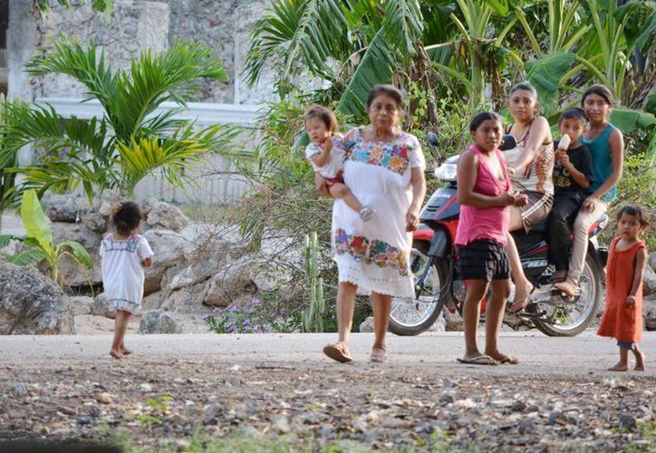 Los apoyos fueron para las comunidades de Noh-Bec, Dzulá y Xiatil, que se encargarán de elaborar productos autóctonos y realizar eventos para promoverlos. (Foto: Jesús Caamal / SIPSE)