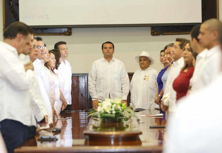 Renán Barrera entregará el Ayuntamiento de Mérida este 31 de agosto. La imagen corresponde a la ceremonia de entrega de la medalla Héctor Herrera 'Cholo'. (Cortesía)