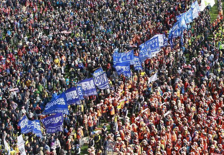 Miembros de la Confederación Sindical Coreana participan en una protesta antigubernamental en Seúl, Corea del Sur, hoy. (AP Foto/Ahn Young-joon)