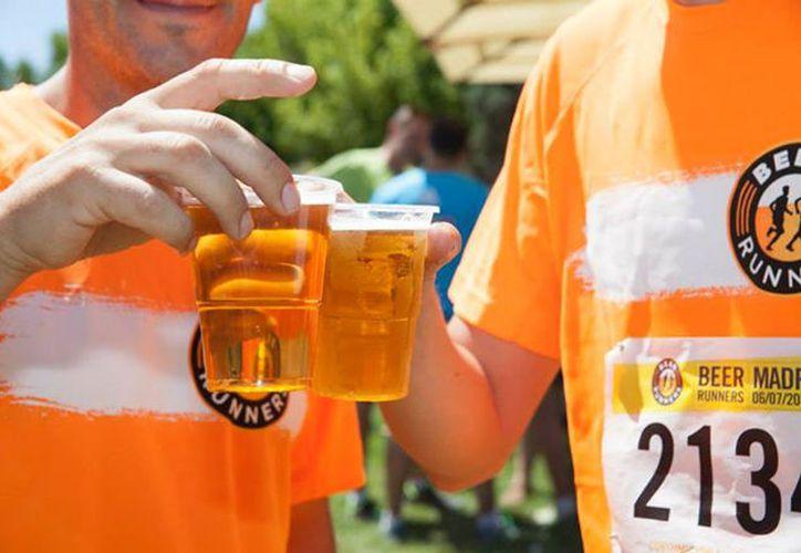 El 95% de una cerveza tradicional es agua, pero el 5% restante tiene nutrientes que complementan los beneficios de practicar un deporte. (Contexto/Internet)
