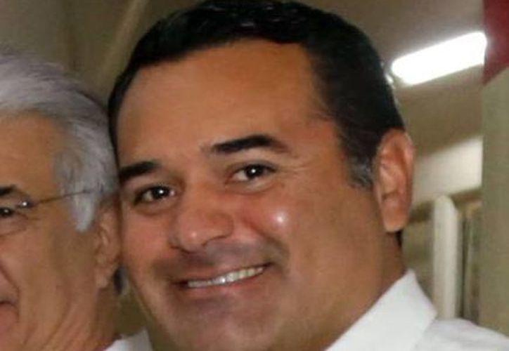 Imagen del alcalde Renán Barrera Concha, quien dijo que en breve se reunirá con el alcalde electo Mauricio Vila Dosal. (Milenio Novedades)