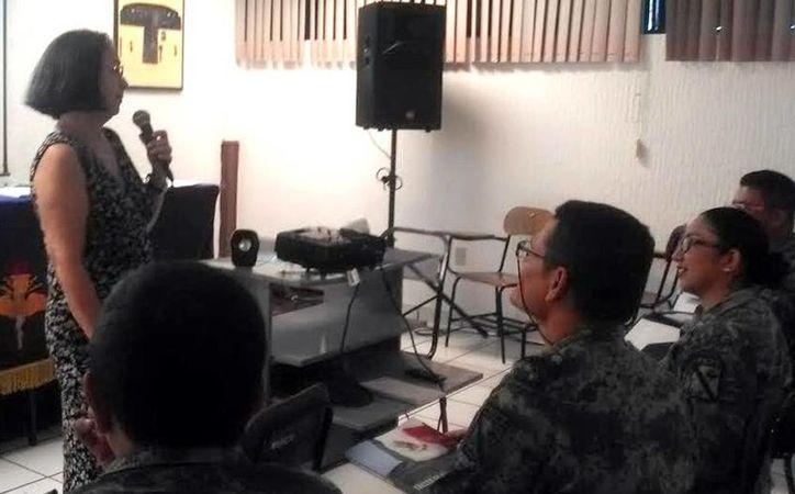 María del Carmen Reynosa Delgado, especialista en Género y Derechos Humanos de la UNAM, fue la encargada de impartir este taller a los militares. (Milenio Novedades)