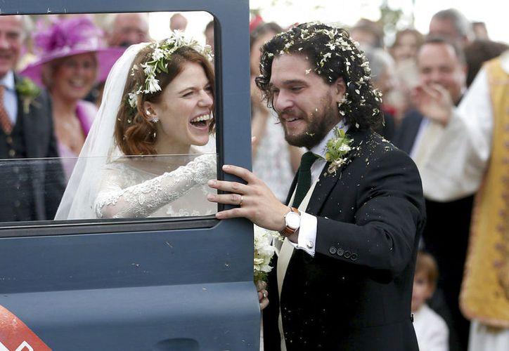 Kit Harington y Rose Leslie se casaron ayer, en el castillo de Wardhill. (AP)