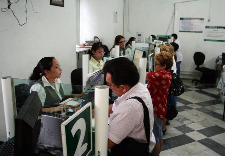 En Yucatán hay aproximadamente 10 mil 500 burócratas. (SIPSE)