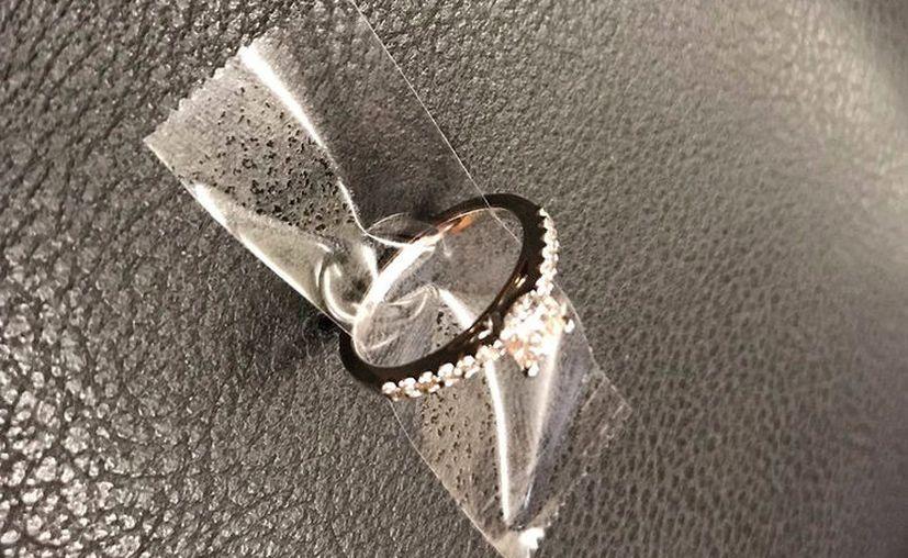 El anillo se le cayó al hombre antes de que pudiera hacer la petición de matrimonio. (Internet)