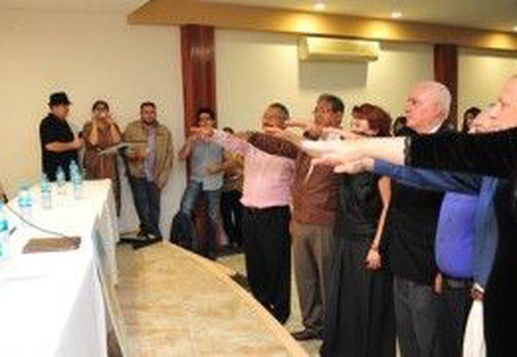 Julián Ricalde Magaña, realizó la toma de protesta a la directiva de la recién creada asociación civil. (Cortesía/SIPSE)