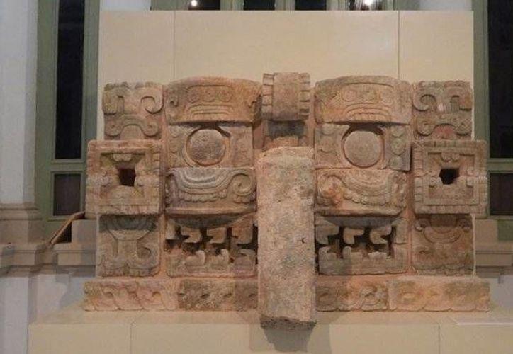 La arquitectura maya 'está cargada de signos y reglas que permiten formular y comprender un mensaje': José Huchim Herrera, director de la zona arqueológica de Uxmal. (INAH)