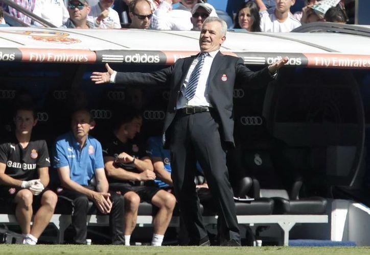 Javier Aguirre durante un partido en el banquillo del Espanyol de Barcelona. (Notimex)