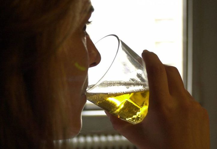 El Salvador registra la tasa de mortalidad más elevada por consumo de alcohol: más de 27 de cada 100 mil muertes. (EFE)