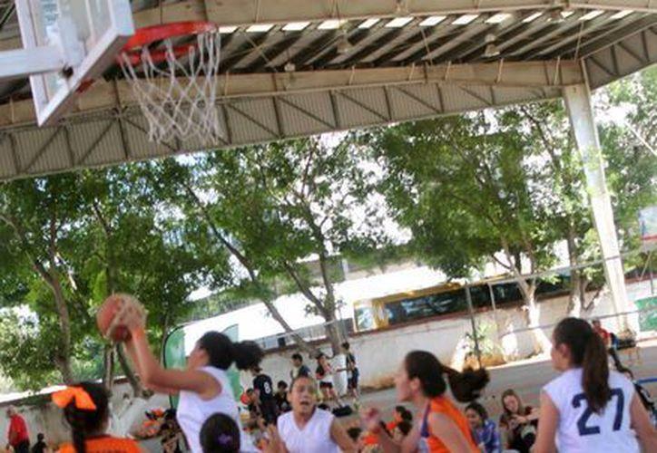 Emocionantes partidos de basquetbol en el inicio de los Juegos Interteresianos 2016 (SIPSE)