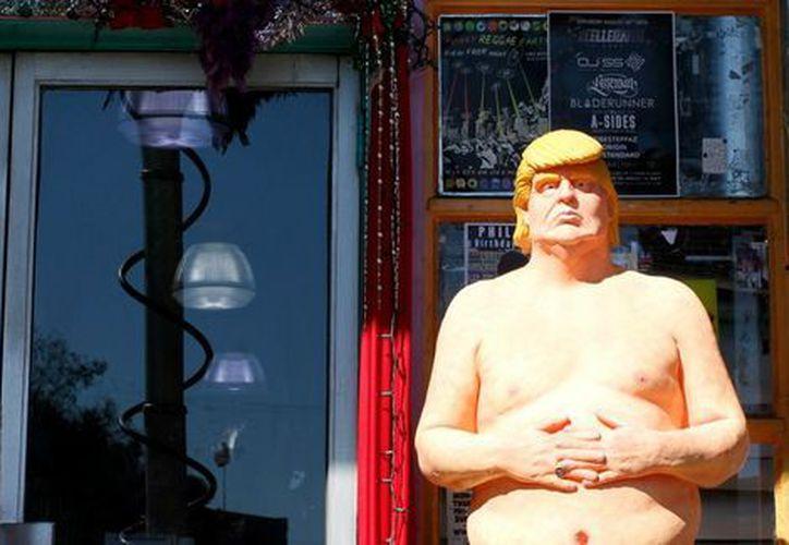 La estatua apareció originalmente en el Hollywood Boulevard de Los Ángeles. (AP)