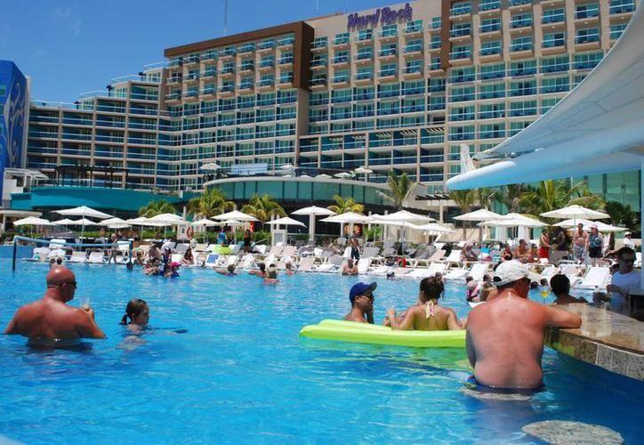 Los hoteles cobrarán el derecho de saneamiento ambiental a los turistas. (Redacción/SIPSE)