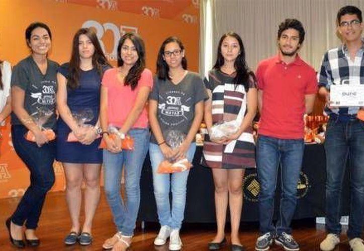 Fotografía de algunos jóvenes que  participaron en actividades de la Semana del Arquitecto en la Universidad Anáhuac Mayab. (Milenio Novedades)