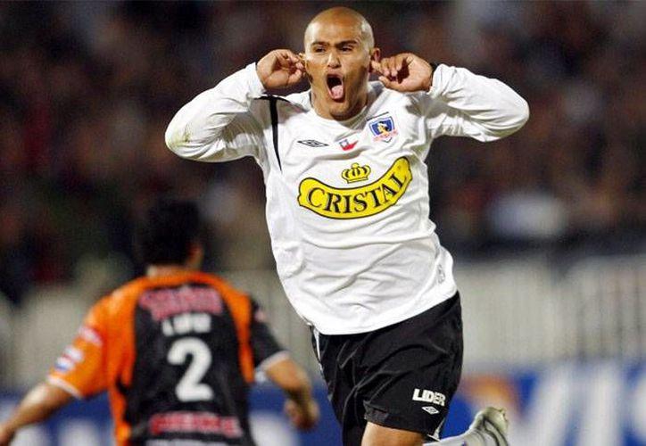 El futbolista Humberto Suazo, quien militó con los Rayados del Monterrey, interpuso una demanda contra el Colo Colo asegurando que sufrió hostigamiento por el cuerpo técnico del equipo. (Archivo  conmebol.com)