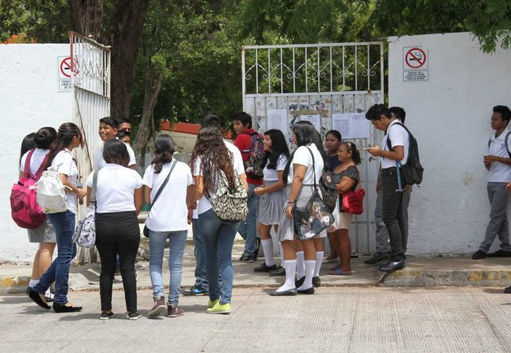 Se aplica el programa en beneficio de más de 300 mil alumnos. (Consuelo Javier/SIPSE)