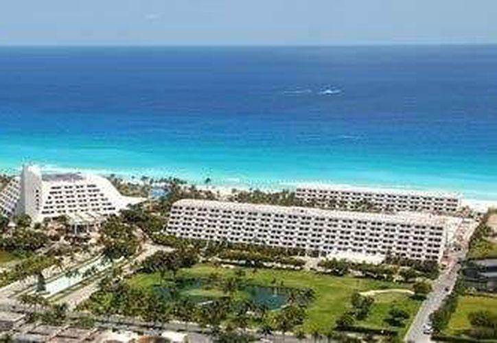 La cadena tiene en la entidad los hoteles Oasis Akumal, Gran Oasis, Oasis Smart, Oasis Sens, Oasis Palm, Grand Oasis Palm y Oasis Viva. (hoteloasiscancun.net)