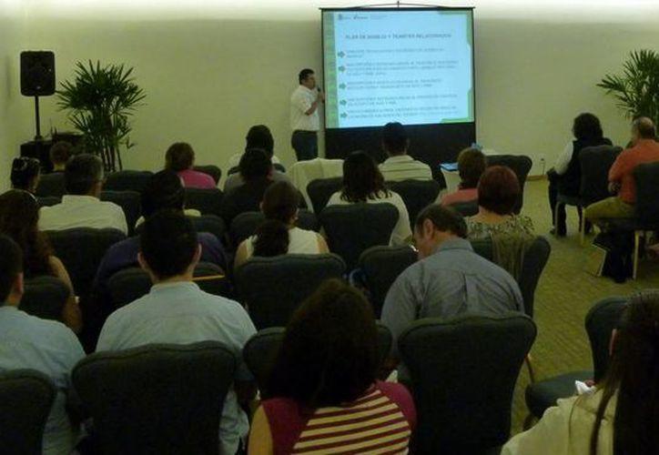La capacitación se realizó ante una audiencia de 65 consultores en materia de residuos. (Redacción/SIPSE)