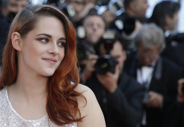 Kristen Stewart, estrenó el viernes su filme en Cannes, Clouds of Sils Maria, en competencia. (Agencias)
