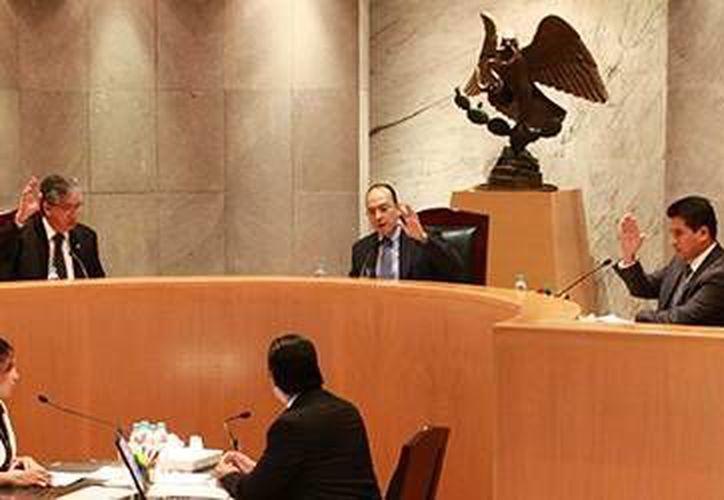 La Sala Regional Xalapa del Tribunal Electoral del Poder Judicial de la Federación, en sesión, determinó restituir en la presidencia del PRD Quintana Roo, a Jorge Aguilar Osorio. (Contexto)