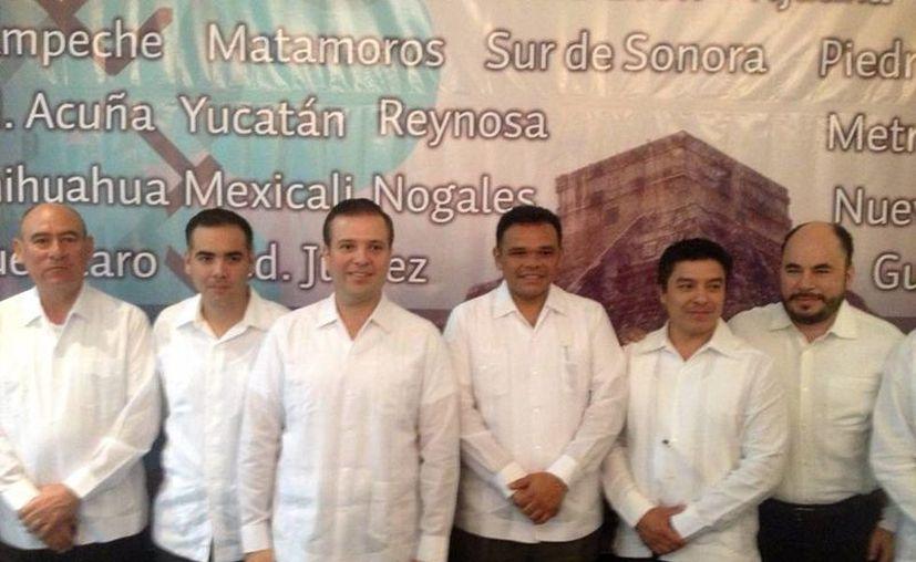 Díaz de Zavala (segundo izquierda)  fue nombrado Vicepresidente Nacional para la Zona Sur Sureste del Consejo Nacional de la Industria Maquiladora y Manufacturera de Exportación. (Cortesía)