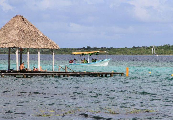 La contaminación de la laguna de Bacalar es alarmante. (Ángel Castilla/SIPSE)