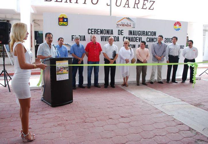 La Feria de Vivienda 2012 fue inaugurada en la Plaza la Reforma. (Tomás Álvarez/SIPSE)