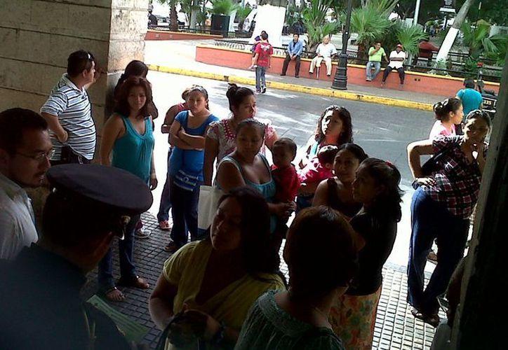 """Los inconformes señalaron en Palacio de Gobierno que Los traían """"para arriba y abajo"""". (SIPSE)"""