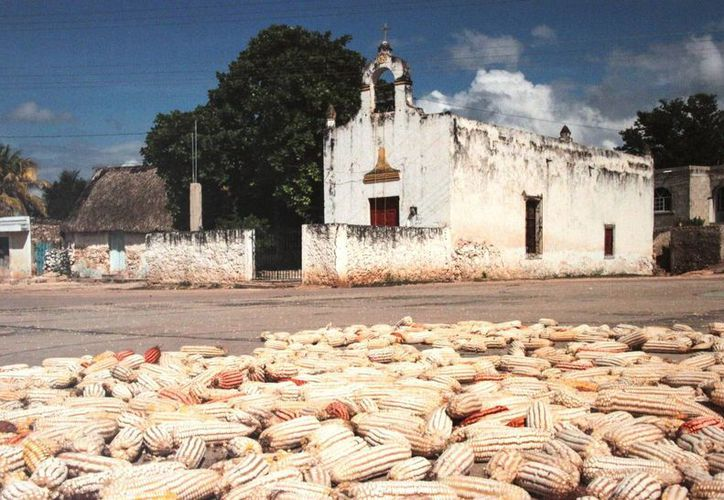 Esta exposición es un recorrido que ofrece una mirada al pensar y modo de ser de la cultura maya. (Redacción/SIPSE)