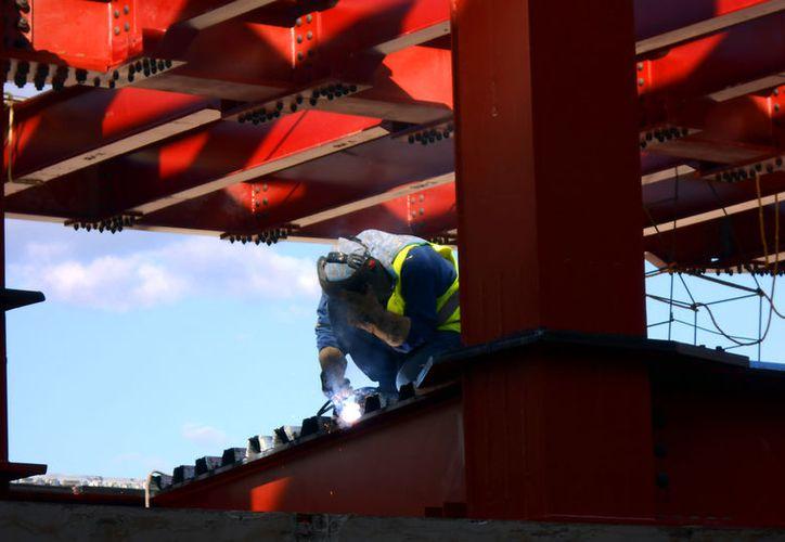 El sector de la construcción en Yucatán en uno de los que más ha impulsado la expansión industrial del Estado. El Inegi señala que el ramo manufacturero es el que más creció de todos los estados de México, en 2016. (Eduardo Vargas/SIPSE)